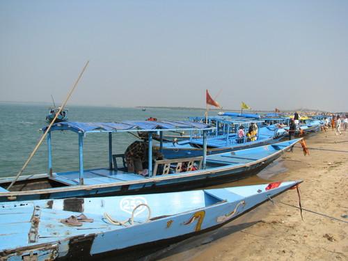 chilka satapada boats